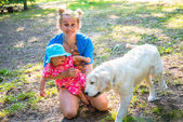 My mother with a small child playing with a dog breed Labrador — Stock Photo