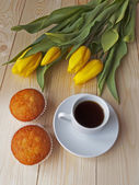 Coffee and muffins on the table — Stock Photo