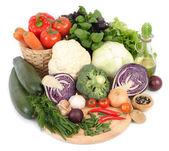 Légumes frais sur fond blanc. — Photo