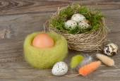 Easter eggs in nests on a wooden background. Easter background. — Stock Photo