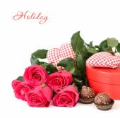 Bouquet of roses, hearts and box of chocolates on a white background. Festive background. — Stock Photo