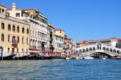 View of the Grand Canal and Rialto Bridge  in Venice, Italy. — Stock Photo