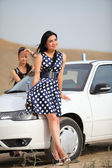 女孩和汽车 — 图库照片