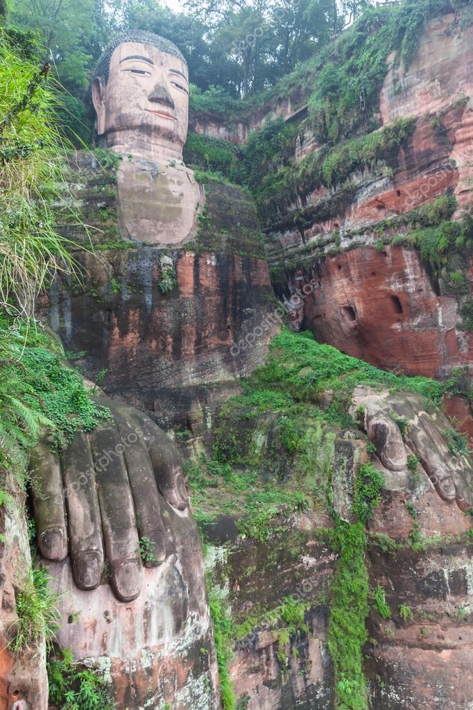 The huge buddha statue in Leshan � Stock Photo � VogelSP #60886781