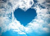 Serce na niebie, pojęcie miłości — Zdjęcie stockowe