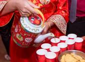 The bride serving the tea for the elders — Stock Photo