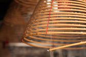 Brûler des bâtons d'encens circulaires chinois — Photo