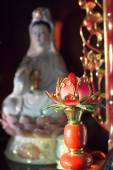 Kuanyin and lotus statue — Stock Photo