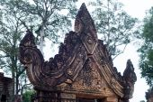 Buildings and arts in Banteay Srei in Cambodia — Stock Photo