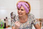 Housewife is cleaning up in the bathroom — Stock Photo