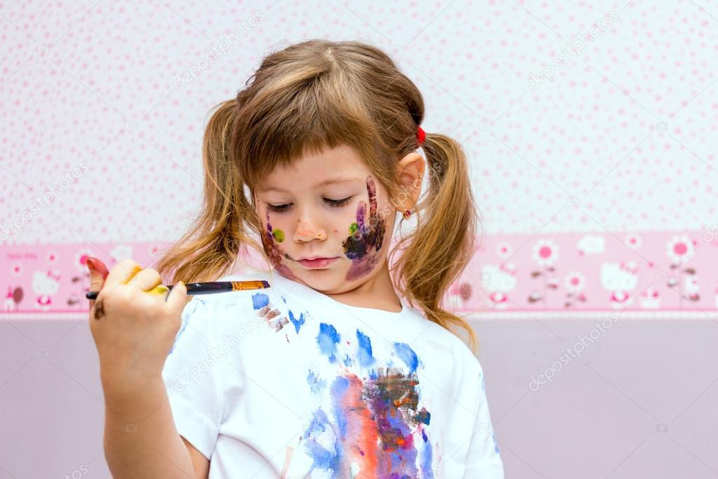девочка с красками рисунок