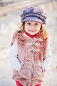 Happy toddler girl on the walk in early spring — Stockfoto