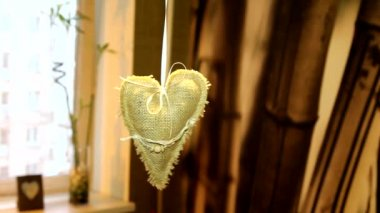 Handmade linen heart decoration in the interior apartments — Stock Video