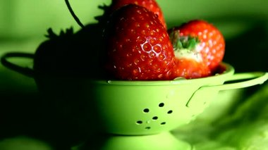 Strawberries in a small colander — Stock Video