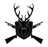 Deer head with two crossed shotguns — Stock Vector