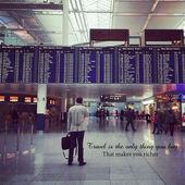 Instagram of man in airport with quote — Foto de Stock