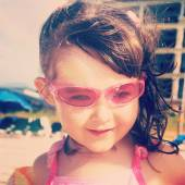 Sweet instagram closeup of little girl at the beach — Stock Photo