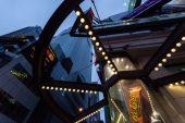 Gökdelenler ve yansımaları, Times Square New York Midtown Manhattan — Stok fotoğraf