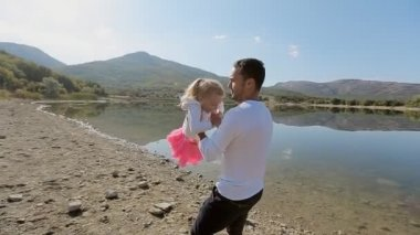 Father twirling his little daughter round in slow motion — Vídeo stock