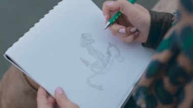 Close up of the process of drawing anchor in pencil — Stock Video