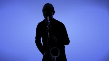Man playing sax in silhouette — Stock Video
