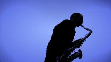 Saxophone player in a color background — Stock Video