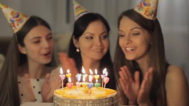 Pretty girls with birthday cake — Stock video