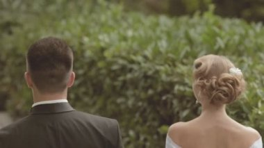 Newlyweds walking in park and kissing — Stock Video