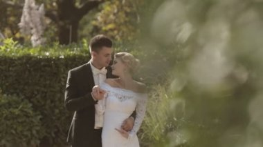 Happy newlyweds looking at each other with love in a park — Stock Video