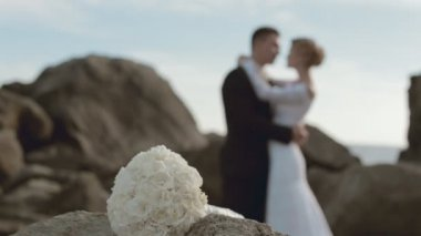 Bridal bouquet and newlyweds in love out of focus — Stock Video