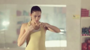 Girl in good physical shape boxing  and making workout at the gym — Stock Video