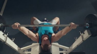 The athlete doing exercise with a barbell on the exercise machine,  top view — Stock Video