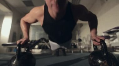 Sweaty man pushed from floor with dumbbells in the gym — Video Stock