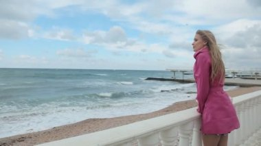 Romantic girl dreaming at sea coast — Stock Video