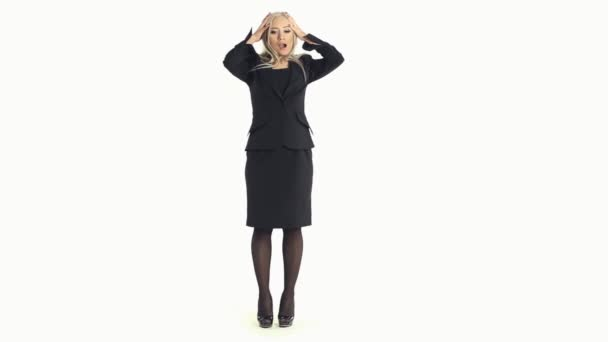 Beautiful business woman wondering and does not know what to do on a white background in full length — Vidéo