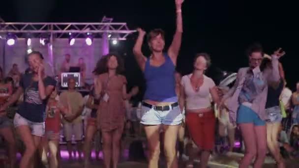 fest flickor dansa