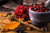 Miele ed erbe aromatiche — Foto Stock