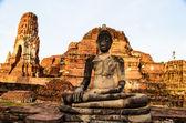 Buddha in the ruin temple — Stockfoto