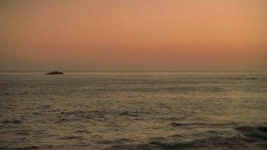 16mm Pacific Ocean Cliff — Stockvideo