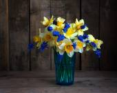 Still life with a bouquet of yellow narcissuses — Stock Photo
