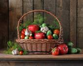 Basket with cucumbers and tomatoes. A still life with cucumbers, tomatoes, garlic and fennel. Vegetables in a basket. Salting of cucumbers and tomatoes. — Stock Photo