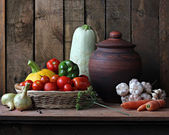 Still life with vegetables: vegetable marrow, tomato, pepper, fennel, carrots, onions, garlic, pumpkin. Vegetables in a basket. Ingredients for preparation of marrow caviar. — Stock Photo