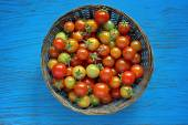 Red and yellow cherry tomatoes in a basket — Stock Photo