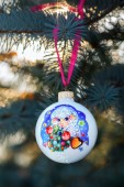 Year of the Sheep Christmas bauble on a Christmas tree branch  — ストック写真