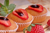 Baked Muffins with strawberries — Stock Photo