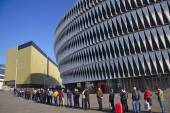 BILBAO, SPAIN, MAY 28, 2015: People queueing for a ticket at San Mames football stadium — Stock Photo