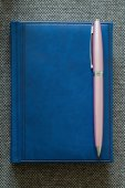 Note Pad and  Pink Pen. — Stockfoto