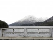 White snow mountain and lake — ストック写真