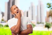 Legal jovem negro bocejando — Fotografia Stock