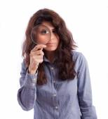 Girl observing with a magnifying glass — Stockfoto
